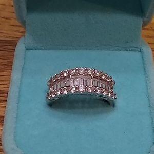 🆕 Gorgeous white sapphire ring 💍